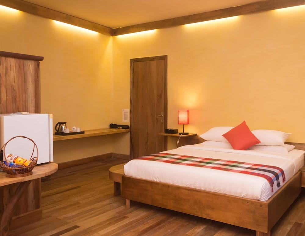 https://i.travelapi.com/hotels/34000000/33420000/33418400/33418387/b09b8da4_z.jpg