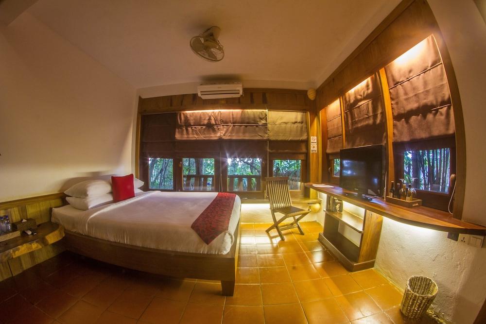 https://i.travelapi.com/hotels/34000000/33420000/33418400/33418387/e3d62bbb_z.jpg