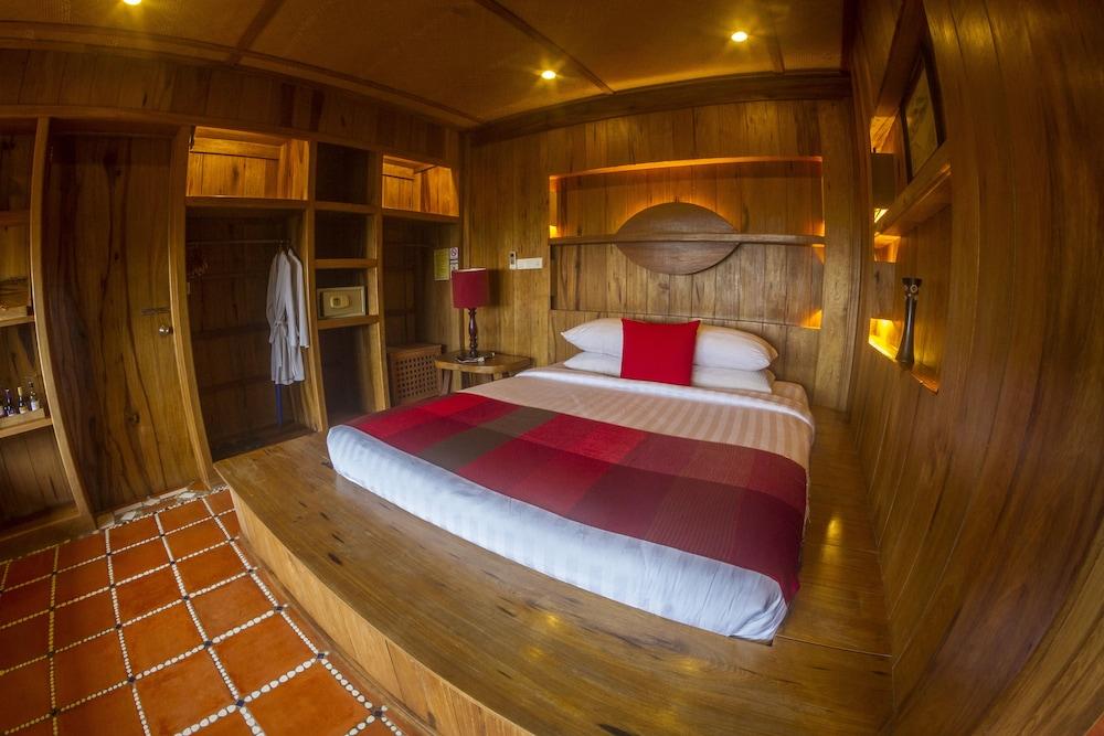 https://i.travelapi.com/hotels/34000000/33420000/33418400/33418387/fbf9bcdf_z.jpg