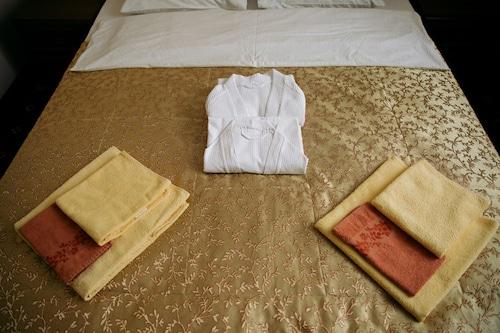 Hotel Praha, Smolenskiy rayon