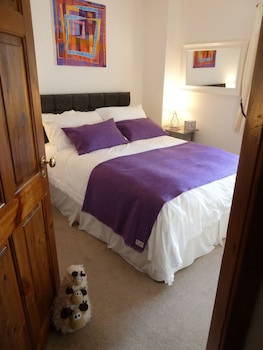 4. Heather - Double Room, Private Bathroom, 1 Double Bed, Sea View
