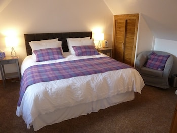 2. Loch View - Double Room, Ensuite, 1 Super King Bed, Sea View