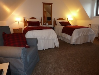 3. Croft View - Twin Room, Ensuite, 2 Twin Beds, Sea View