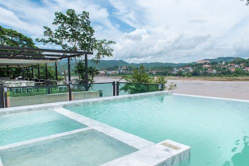 . Chiangkhong Teak Garden Riverfront Onsen Hotel