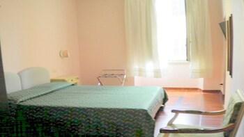 Economy Triple Room, Non Smoking, Private Bathroom