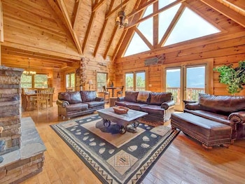 Papa Bears Lodge - Five Bedroom Cabin