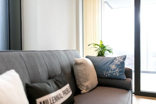 Modern 2 bed for 4 Guests - 15 Mins to LDN Bridge!, London
