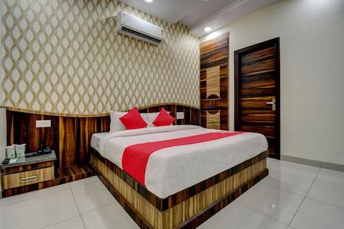 OYO 18483 Hotel Olive Greens, Jaipur