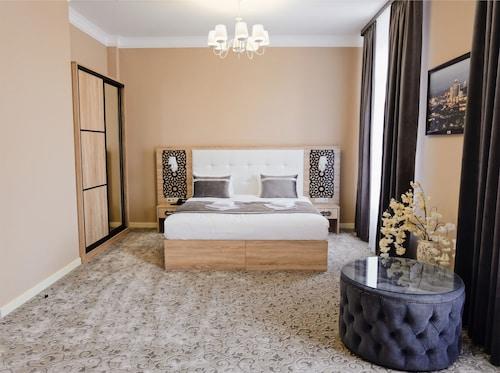 . Dona Hotel