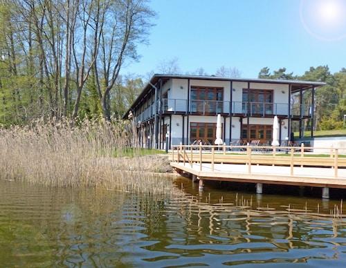 . Hotel Bootshaus Wockersee