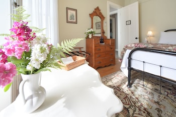 Room, 1 Queen Bed, Non Smoking (Cottage Room)