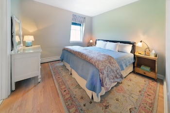 Room, 1 King Bed, Non Smoking (Travers Suite)