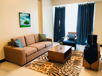 MACTAN NEWTOWN CONDOTEL Living Room