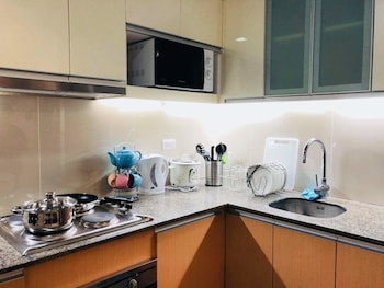 MACTAN NEWTOWN CONDOTEL Private Kitchen