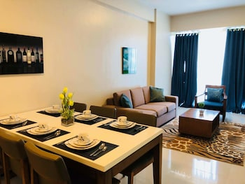 MACTAN NEWTOWN CONDOTEL Living Area