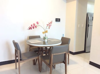 MACTAN NEWTOWN CONDOTEL In-Room Dining