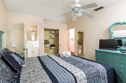 Rialto Mansion - Six Bedroom Home, Sarasota