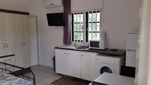 Studio in Cayenne, With Enclosed Garden and Wifi - 4 km From the Beach, Rémire-Montjoly