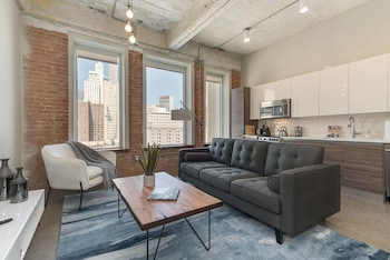Brand New Stunning Unit - Downtown!