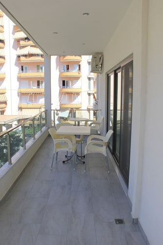 Maxi's Apartments, Sarandës