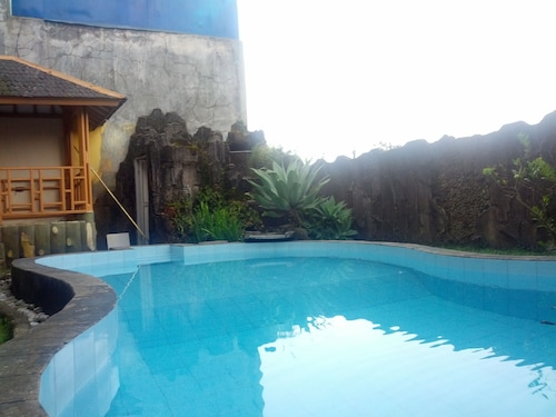 Villa Anvil Cipanas 4 Bedroom for 25 pax, Cianjur