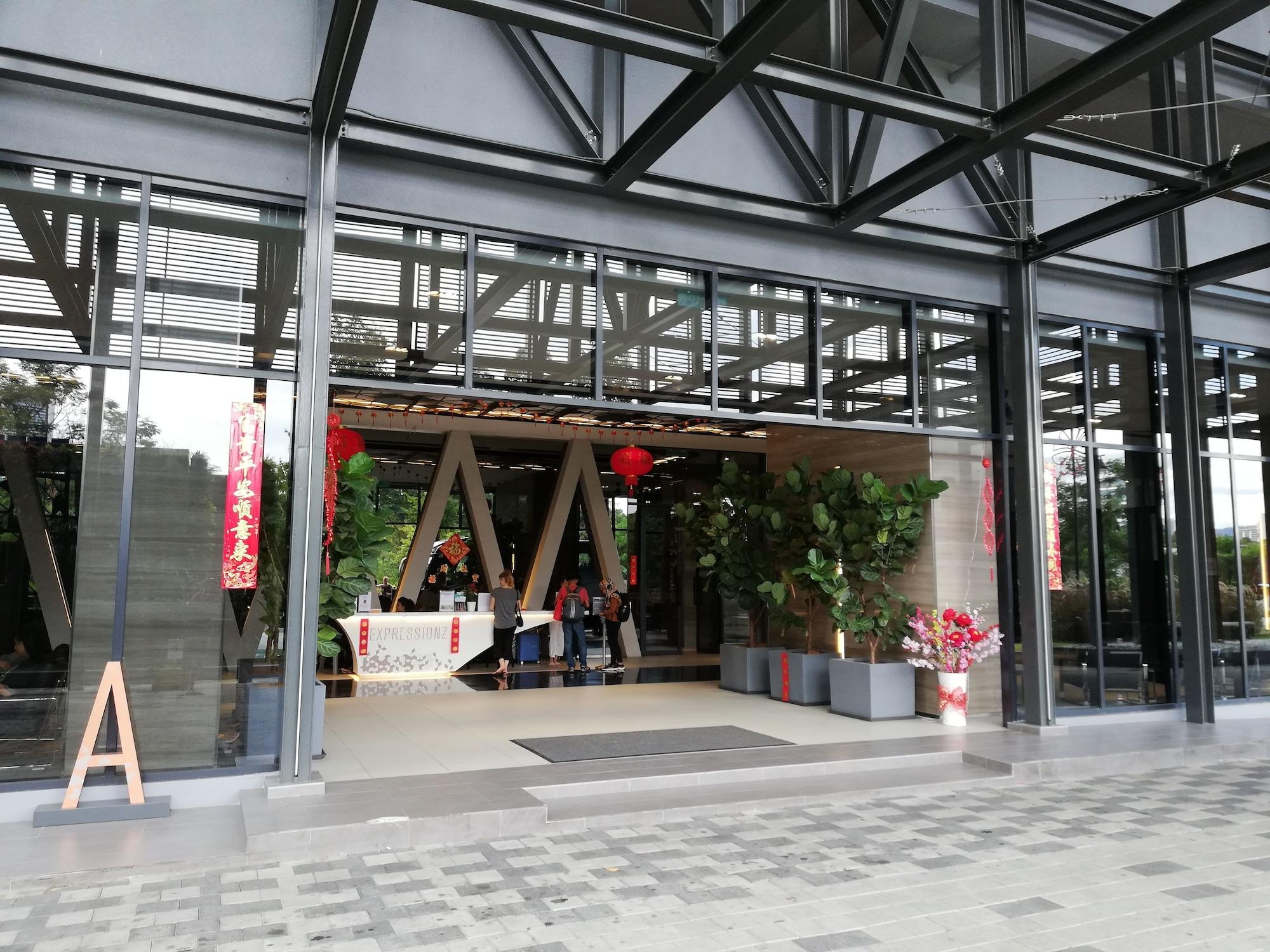 Modern Cozy Rooms by WowHome, Kuala Lumpur