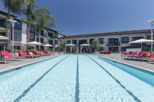 . Global Luxury Suites Sunnyvale North