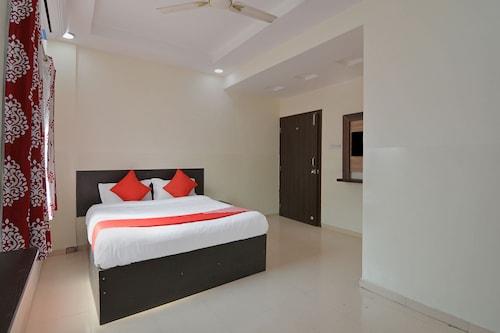 OYO 23697 Hotel Krishna Palace, Pune
