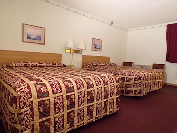 Basic Room, 2 Queen Beds, Non Smoking