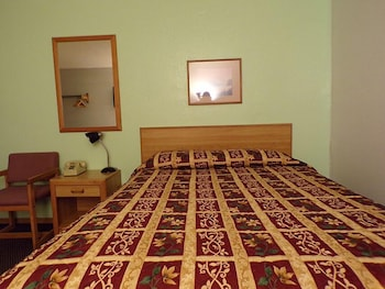 Basic Room, 1 Queen Bed, Accessible, Non Smoking