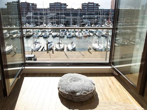 BizStay Harbour Scheveningen Apartments, Den Haag