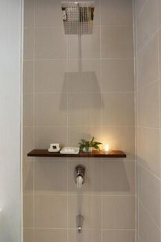 SIAMA HOTEL Bathroom Shower