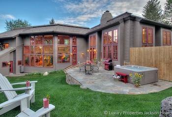Cody Peak Lodge - 5 Br Home