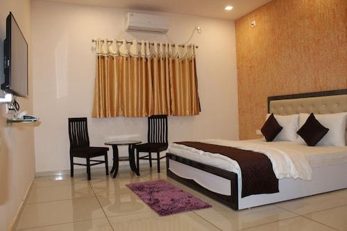 Malhaar Resort, Gandhinagar