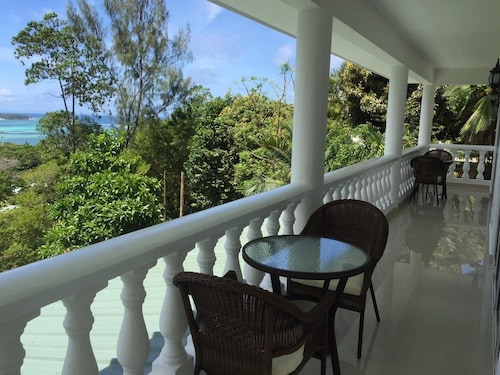 Villa With 3 Bedrooms in Seychelles, With Wonderful Mountain View, Pri,