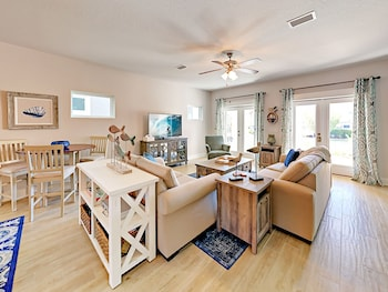 Tropical Retreat Double Gate - 4 Br Home