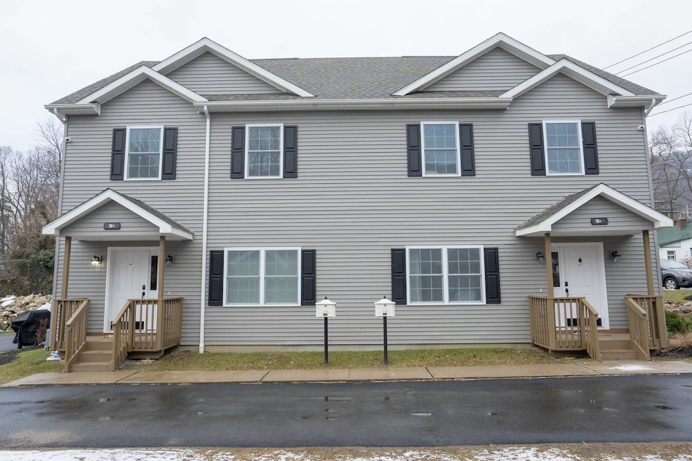 West Point Retreat 2 Brand NEW Homes 6 Bd 4 Ba