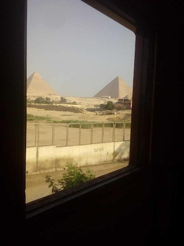 Sunset Apartment with Pyramids View, Giza