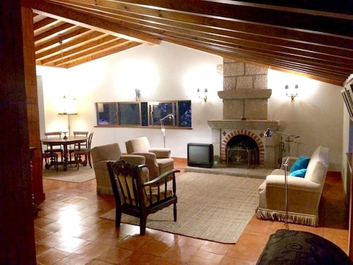 House With 3 Bedrooms in Vouzela, With Wonderful Lake View, Private Po, Vouzela