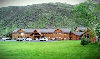 Hotel - Yellowstone Village Inn and Suites