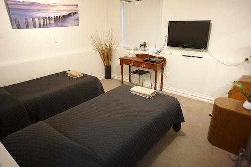 Modern 3 Bedroom Holiday House in South Fremantle, Fremantle