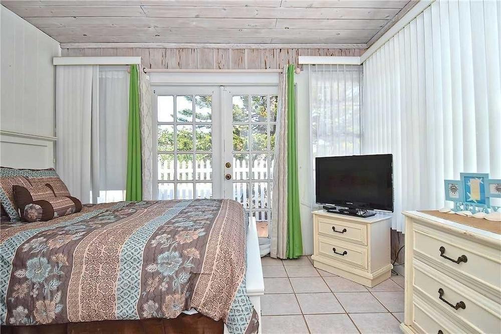 Siesta Shores B13 - Three Bedroom Condo