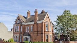 HOLYWELL GUEST HOUSE