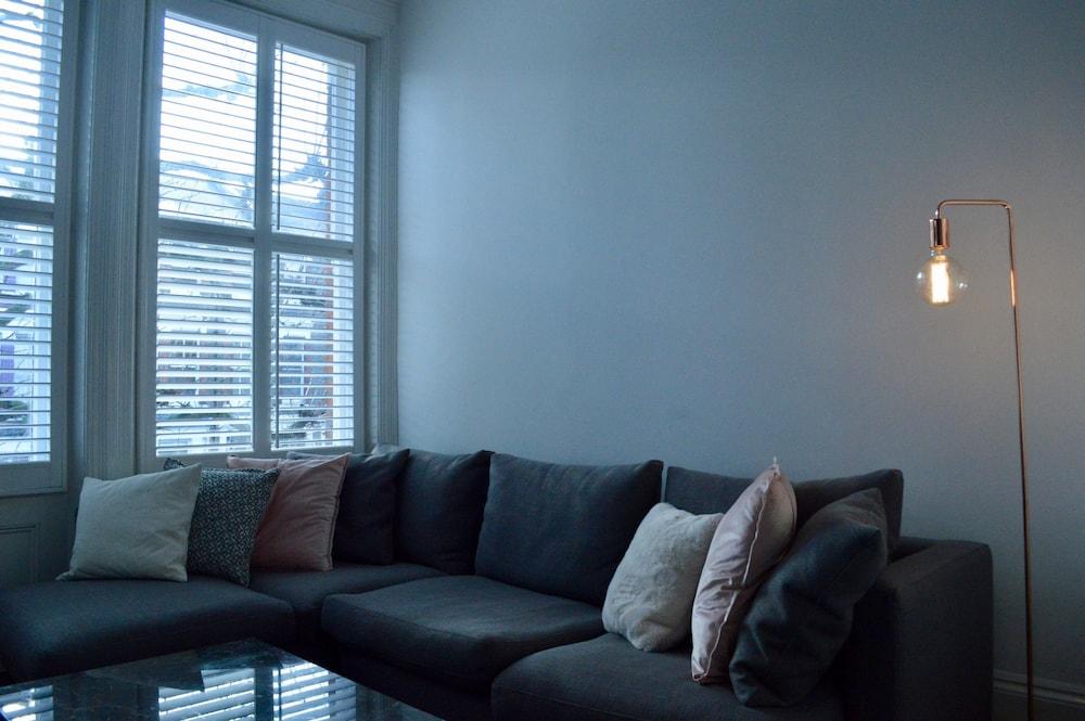 Chic 2 Bedroom Flat By Warwick Avenue