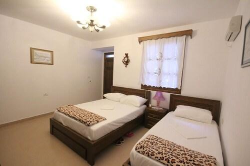 Guesthouse Altin, Beratit