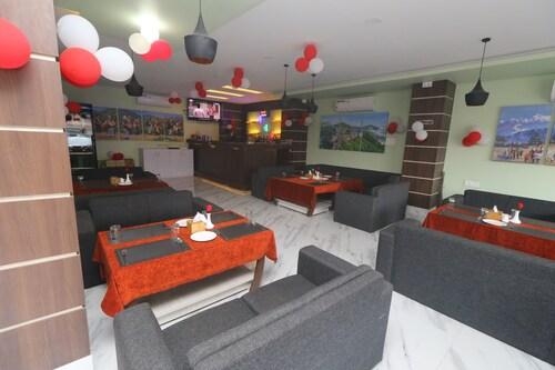 Hotel Gajur Palace, Koshi