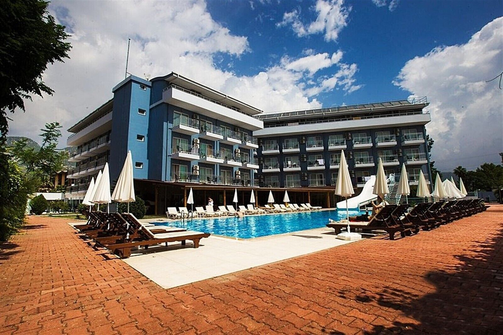 Monna Roza Beach Resort