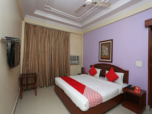 OYO 645 Hotel Tourist Deluxe, West