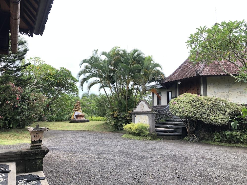 https://i.travelapi.com/hotels/35000000/34820000/34815900/34815890/6f6934c4_z.jpg
