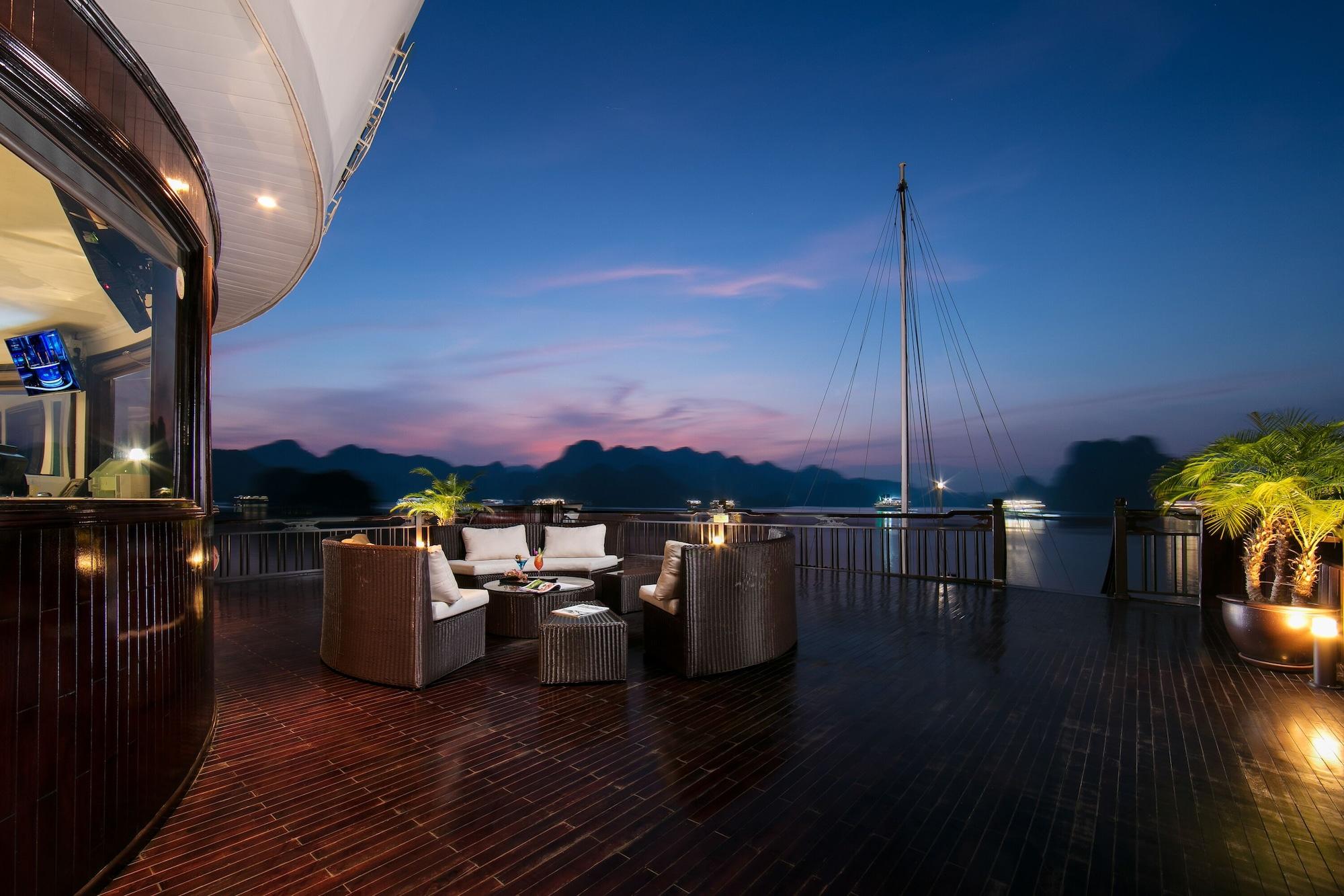 Genesis Regal Cruise, Hạ Long